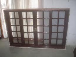 Compro Janelas em madeira e acessorios