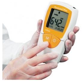 Accutrend Plus Roche Aparelho Monitor para Determinação de Glicose dos Lipídios Sanguíneos, Colesterol, Triglicérides e Lactato, tiras reagentes não inclusas.