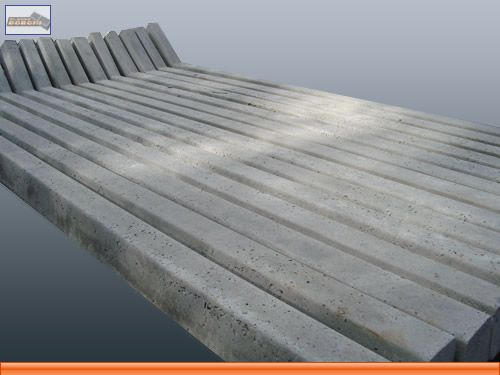 Compro Mourões pré-moldados de concreto