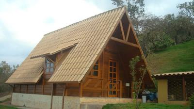 Compro Casa em madeira 2 quartos