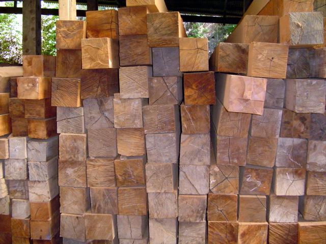Compro Viga em madeira