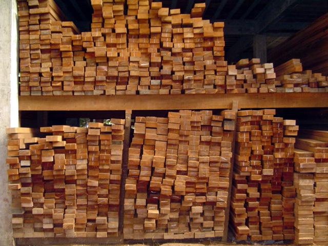 Compro Sarrafos em madeira