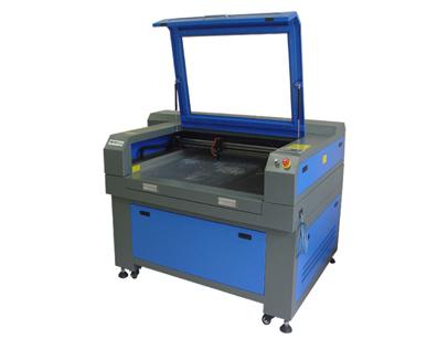 Compro Máquina Laser de Corte e Gravação.