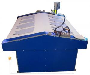 Máquina de passar a vapor equipada com esteira