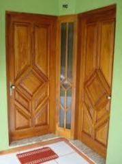 Portas de madeira trabalhada
