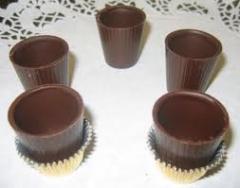 Copos de chocolate para licor.