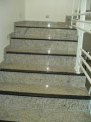 Escadas de mármore e granito