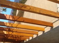 Arcos,  vigas de madeira