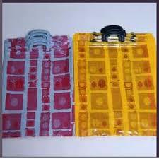 Sacos de polipropileno com um logotipo e fita