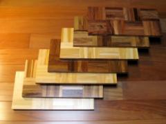 Parquet em madeira maciça.
