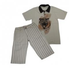 Bermuda Listrada Bege Com Camiseta Polo