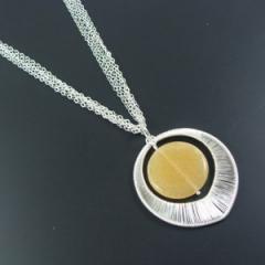 Colares de ouro e prata