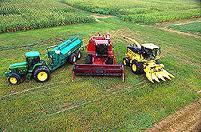Tratores agricolas para funções no campo.