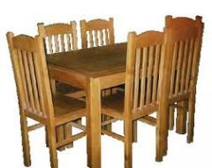 Mesas de madeira.