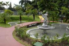 Escultura parques, jardins e ambientes interiores.
