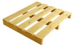 Paletes de madeira.