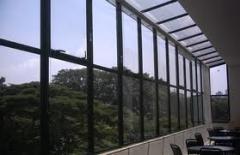Vidros fumê reduzir luz solar.
