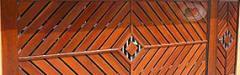 Portões de Madeira com Detalhes