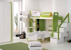 Dormitório integrado com escada-baú