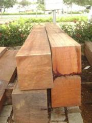 Pilares em madeira