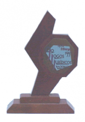 Trofeus em madeira