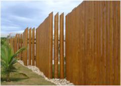 Muros em madeira