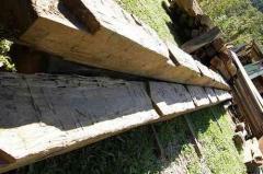 Vigas de madeiras quadradas/falquejadas