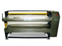 Máquina industrial de passar roupas