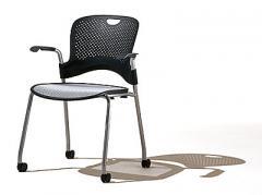 As cadeiras Caper são versáteis, ergonômicas e