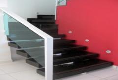 Escada revestida em Granito Verde Ubatuba