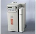 O sistema ELIX produz água purificada no grau II com eletrodeionização diretamente da rede.