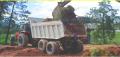 Caçamba especial -  o equipamento é ideal para trabalhar em terrenos de difícil acesso .