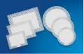 Bandejas plásticas desenvolvidas para acondicionar bolos, tortas, doces e salgados. Feitas com material plástico atóxico.