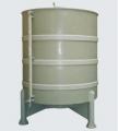 Tanque cilíndrico de 3.000 litros - sendo o mesmo totalmente de polipropileno homopolímero de alto peso molecular, na cor cinza.