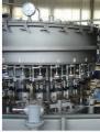 Enchedora isobarométrica- equipamento que permite o envasamento de líquidos gaseificados ou não-gaseificados em vasilhames de variados formatos e dimensões.