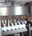 Enchedora por gravidade- equipamento que permite o envasamento de líquidos não-gaseificados em vasilhames de variados formatos e dimensões.