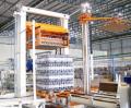 Paletizadoras e despaletizadoras  - equipamento é formado por uma estrutura de colunas, cabeçote especifico para o produto a ser trabalhado, mesa de formação ou descarregamento e transportadores de pallets.