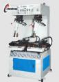 Prensa de solas - essa máquina consegue trabalhar com calçados com formas entre 130mm e 400mm de comprimento, incluindo o molde, até 150mm de largura, 200m de altura e solas laterais de até 80mm de altura.
