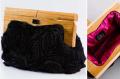 Bolsa com aplique em seda e madeira