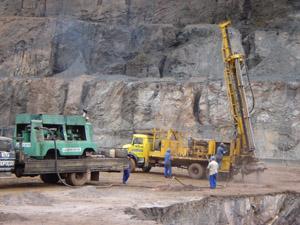 Encomenda Perfuração para desmonte de rocha.