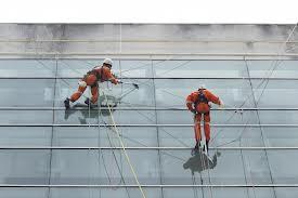 Encomenda Montagem e manutenção de painéis, totens, fachadas, outdoors;