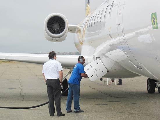 Encomenda Reabastecimento de aeronaves