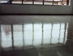 Encomenda Serviços de limpeza de pisos e pedras