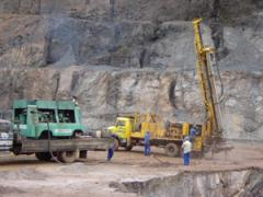 Perfuração para desmonte de rocha.