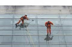 Montagem e manutenção de painéis, totens, fachadas, outdoors;