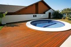 Deck de madeira para piscinas e banheiras