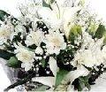 Bouquet com flores finas brancas